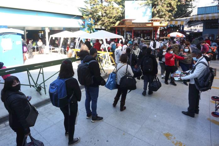 Chile abre fronteras para nacionales y extranjeros residentes vacunados