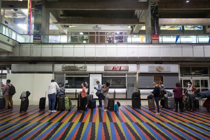 INAC prorrogó por otros 30 días la suspensión de las operaciones aéreas internacionales, exceptuando 6 países-a