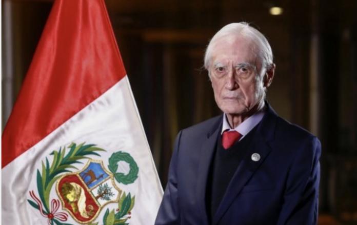 Canciller de Perú Héctor Béjar