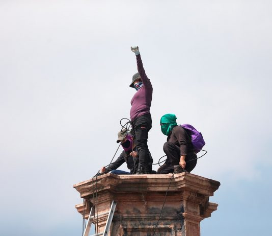 Feministas estatua