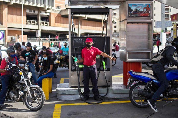 Se está cubriendo la más mitad de la demanda de gasolina en el país - Maduro aseguró que duplicarán la producción de combustible