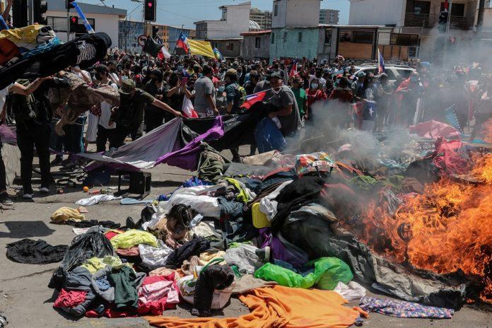 Vivanco exigió al gobierno de Chile esfuerzos para proteger a todos los migrantes en su país-200 venezolanos