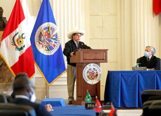 Presidente de Perú niega ante la OEA que su gobierno sea comunista