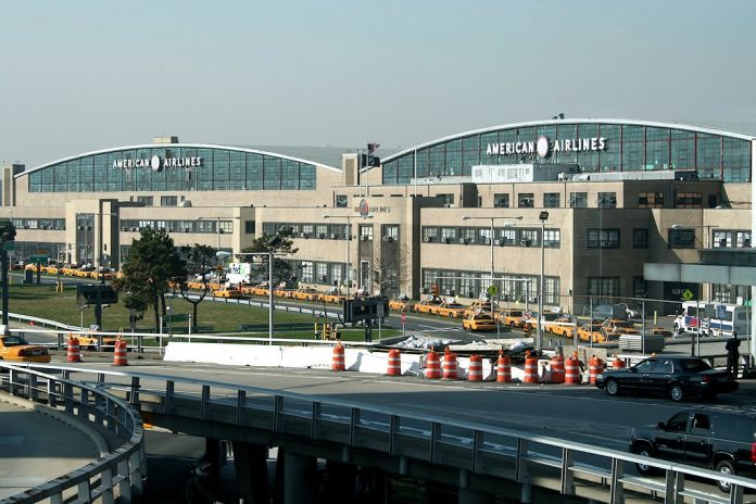 tren al aeropuerto de LaGuardia, El Nacional